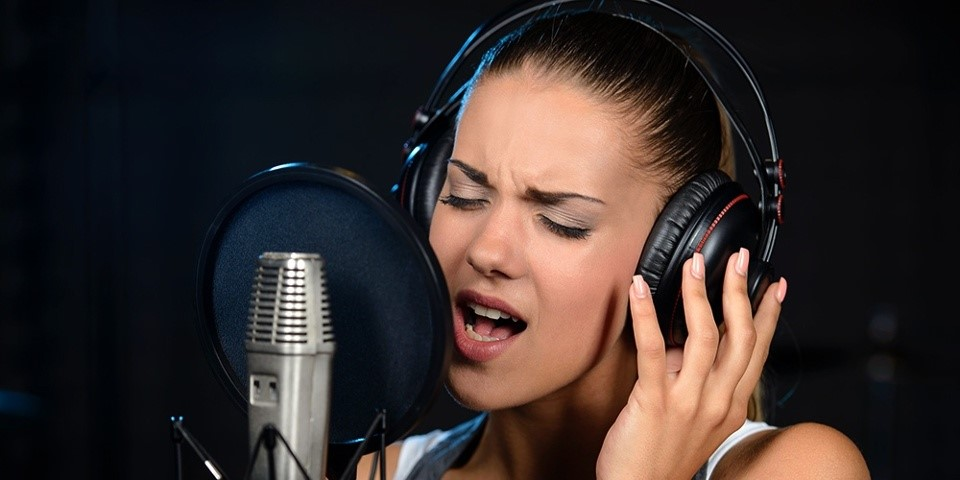 Vocalist working on her mixed voice