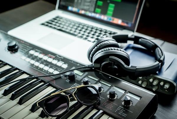 beneits of mixing with headphones