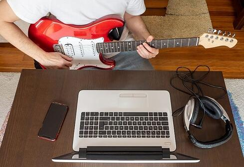 online-guitar-lessons-gray