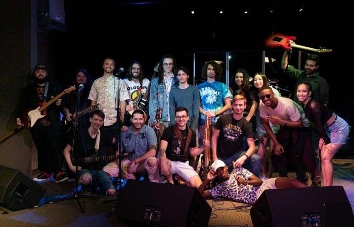 poulan-bass-guitar-music-college