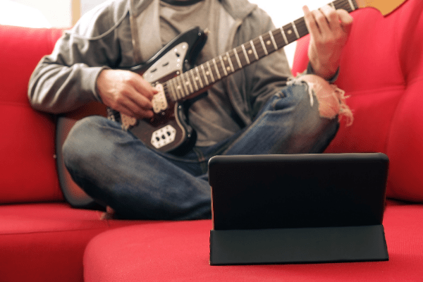 Guitar Player enrolled in an online music school in London