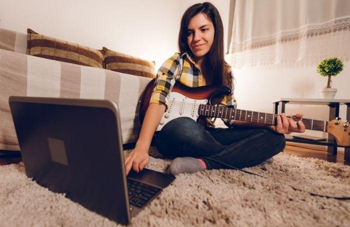 A NY Female Guitarist Working on a Music Course